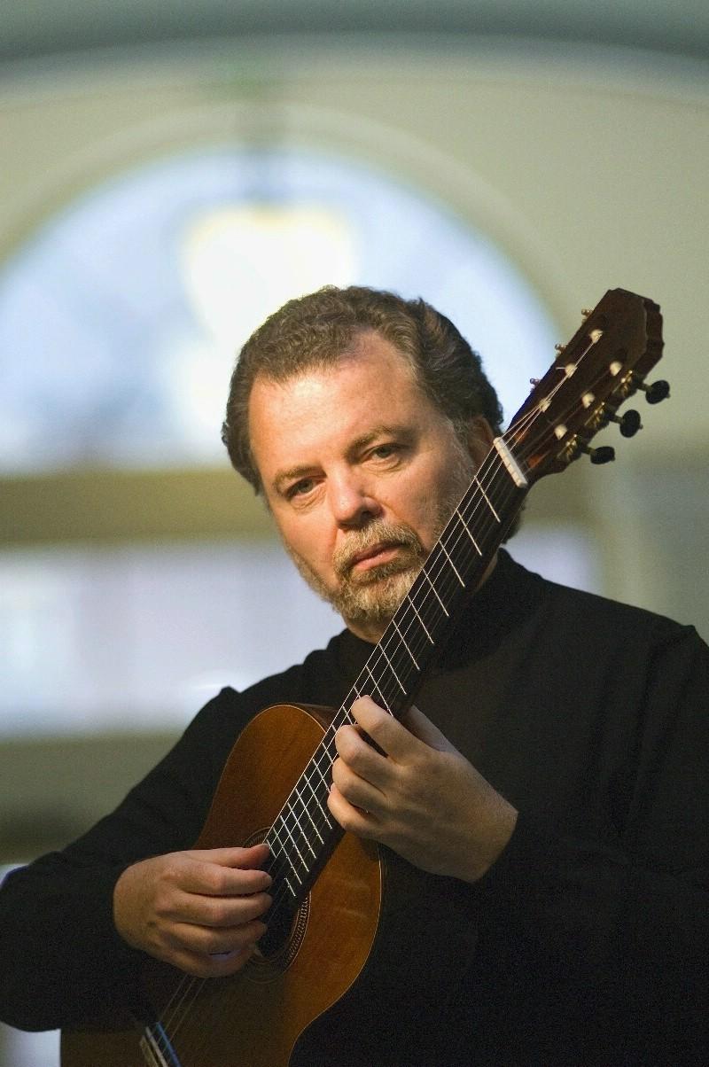 Guitar virtuoso Manuel Barrueco